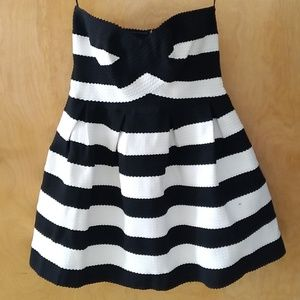 Sans Souci Black & White Sweetheart style dress